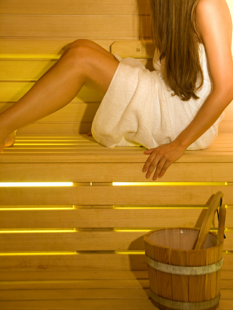 Do sauny len so suchými vlasmi