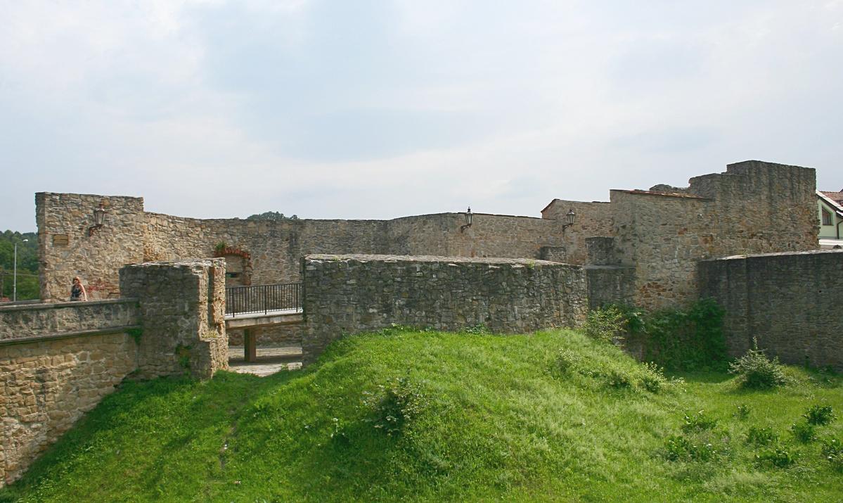 Bardejov – mestské opevnenie, pohľad na Dolnú bránu