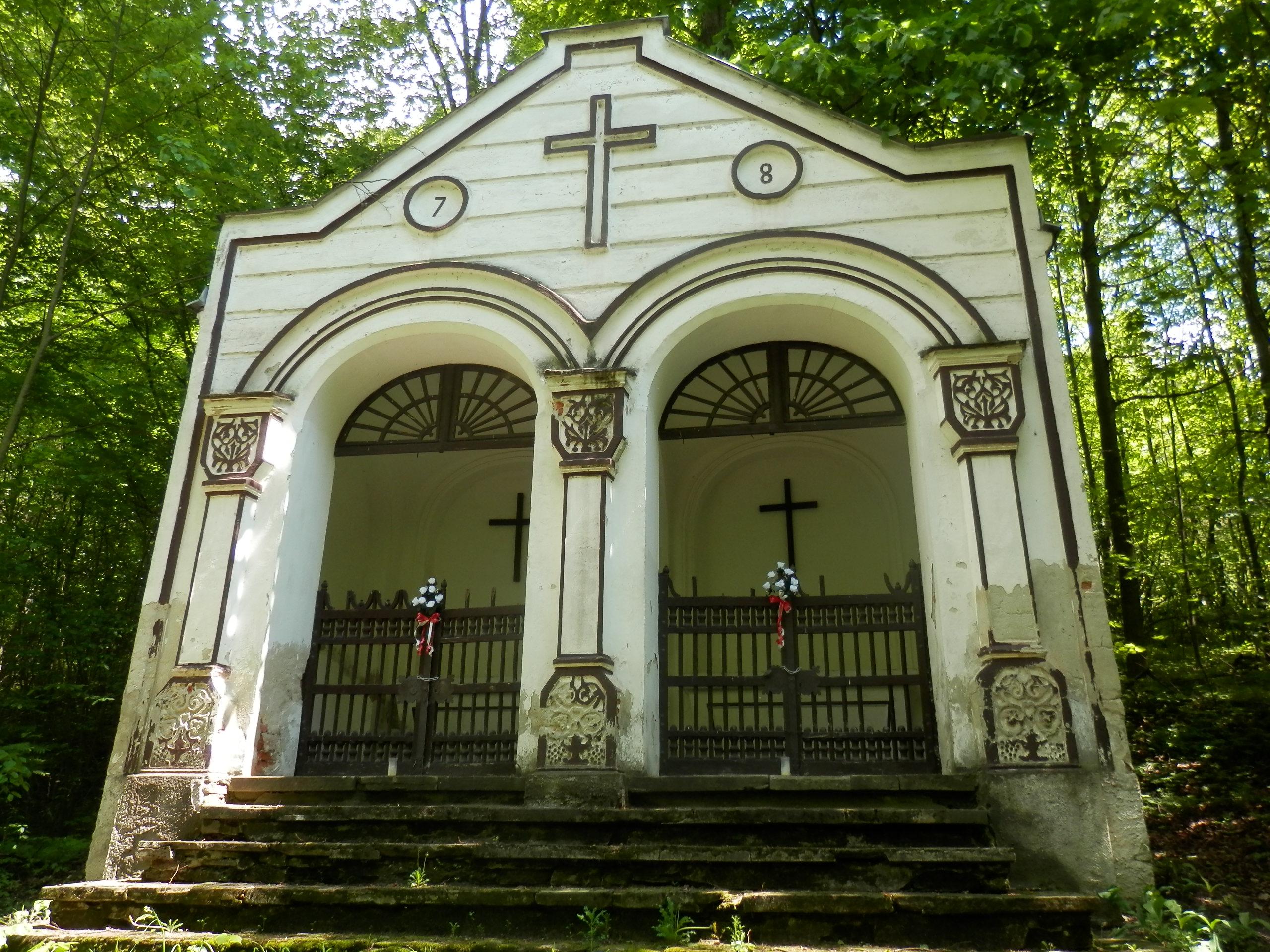 Dvojitá kaplnka (7 a 8 zastavenie na krížovej ceste)