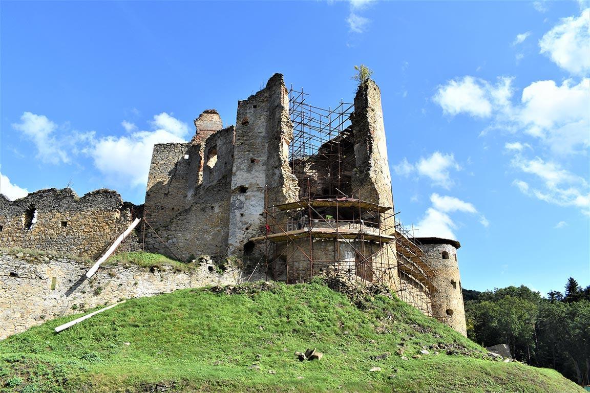 Rekonštrukčné práce na hrade Zborov