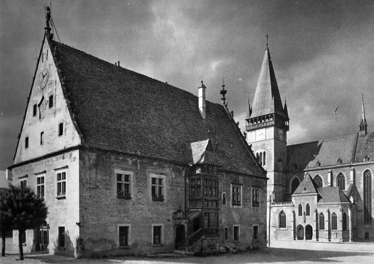 Bardejov – pohľad na radnicu a baziliku sv. Egídia