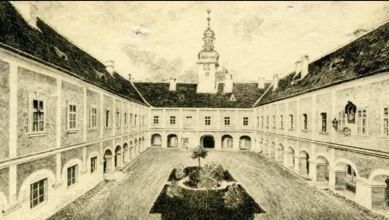 Historická fotografia nádvoria v dubnickom kaštieli