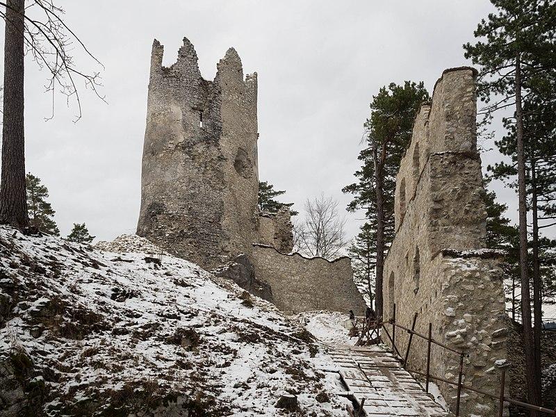 Hrad Blatnica v zime