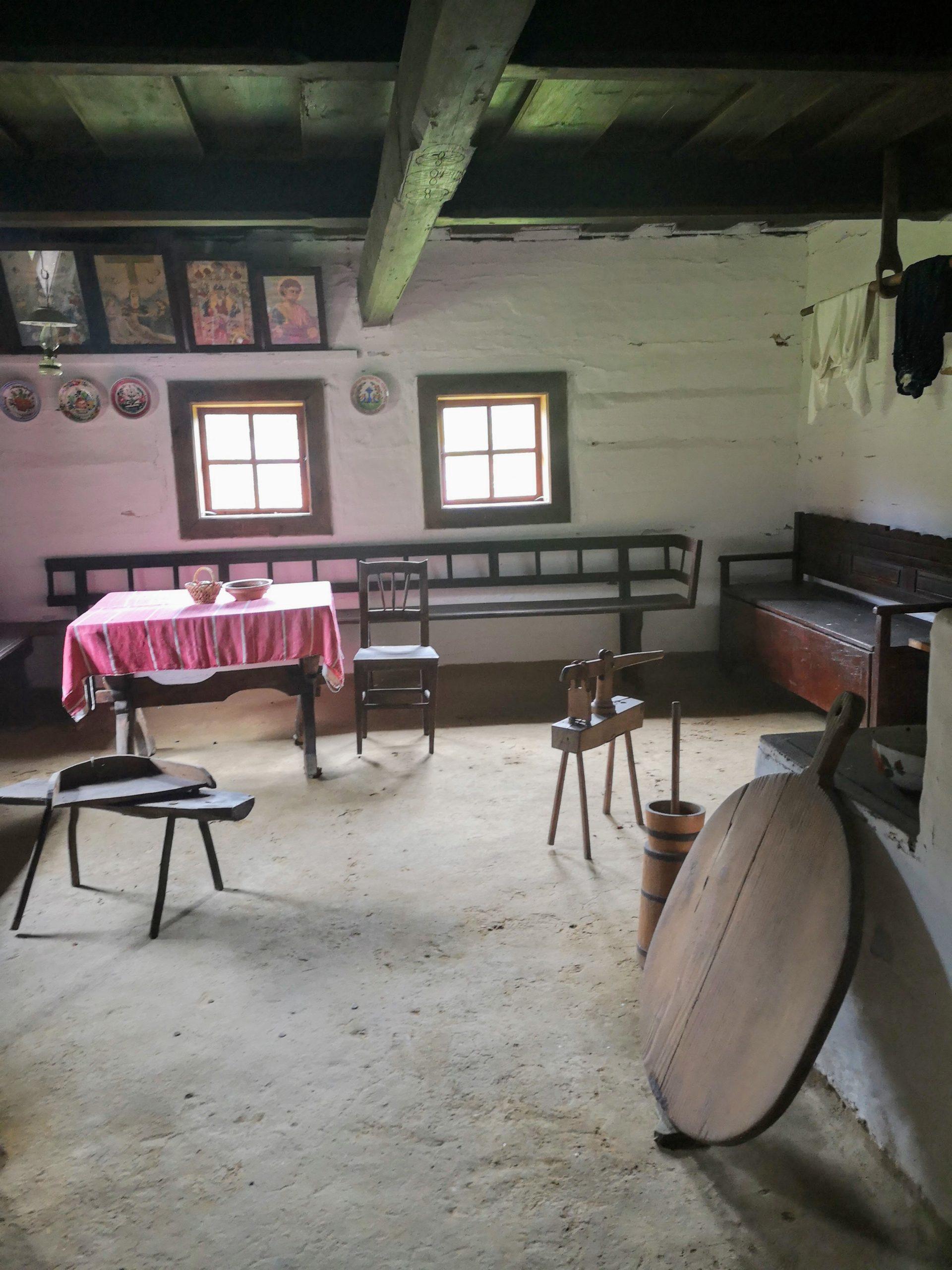Interiér domu v areáli Skanzenu ľudovej architektúry