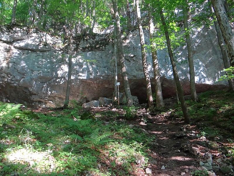 Vchod a prístup k jaskyni Mažarná
