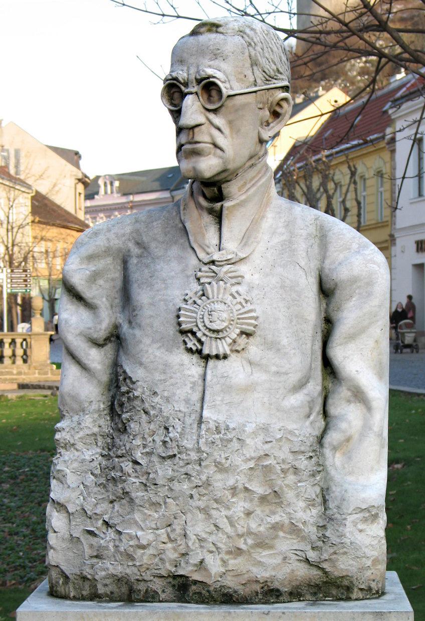 Busta Jozefa Braneckého na Mierovom námestí v Trenčíne