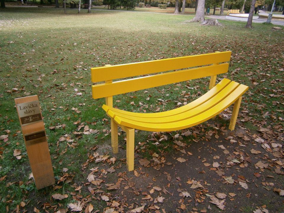 Veselá lavička vás určite zblíži