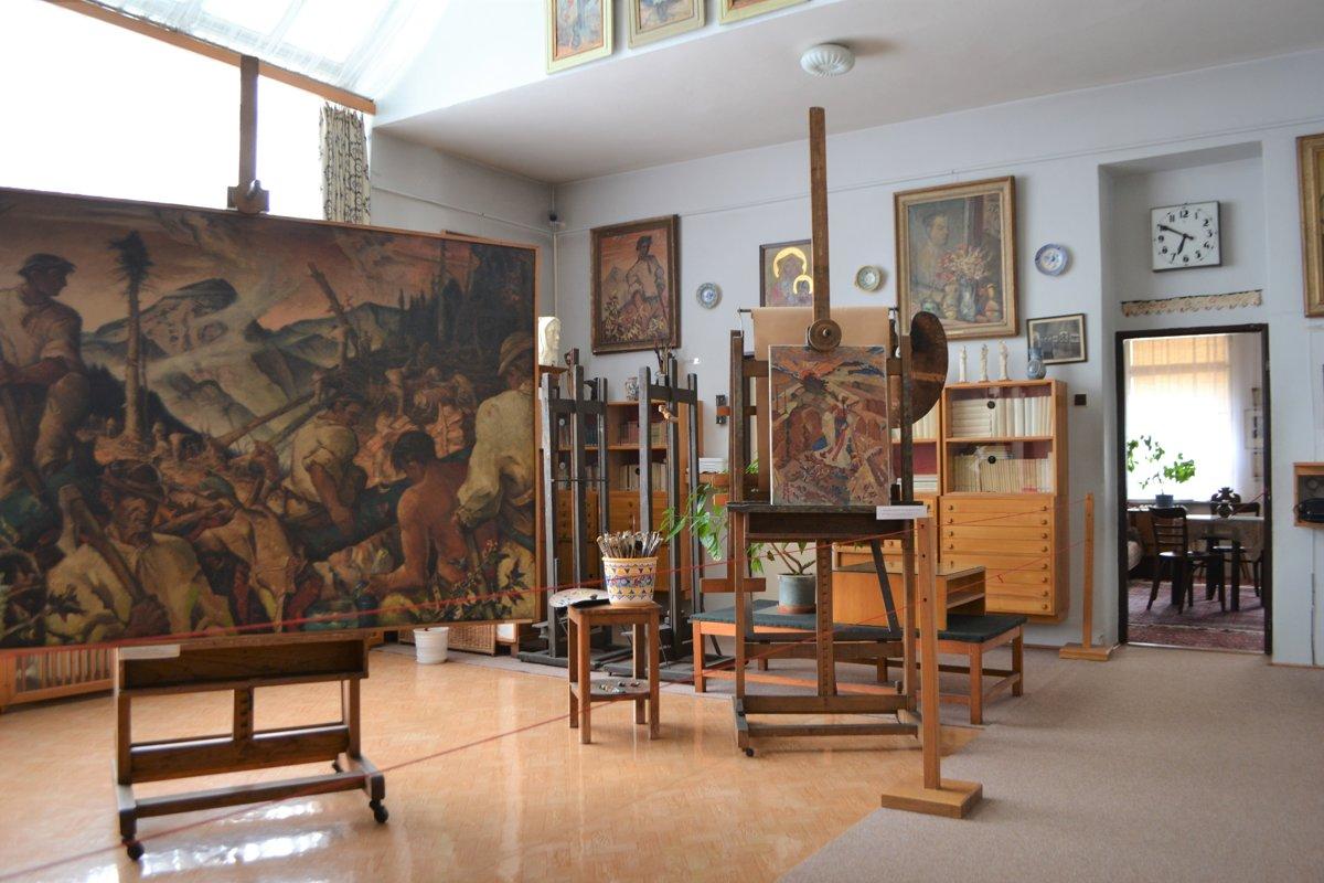 Foto interiéru múzea v časti, kde sú vystavené jeho diela