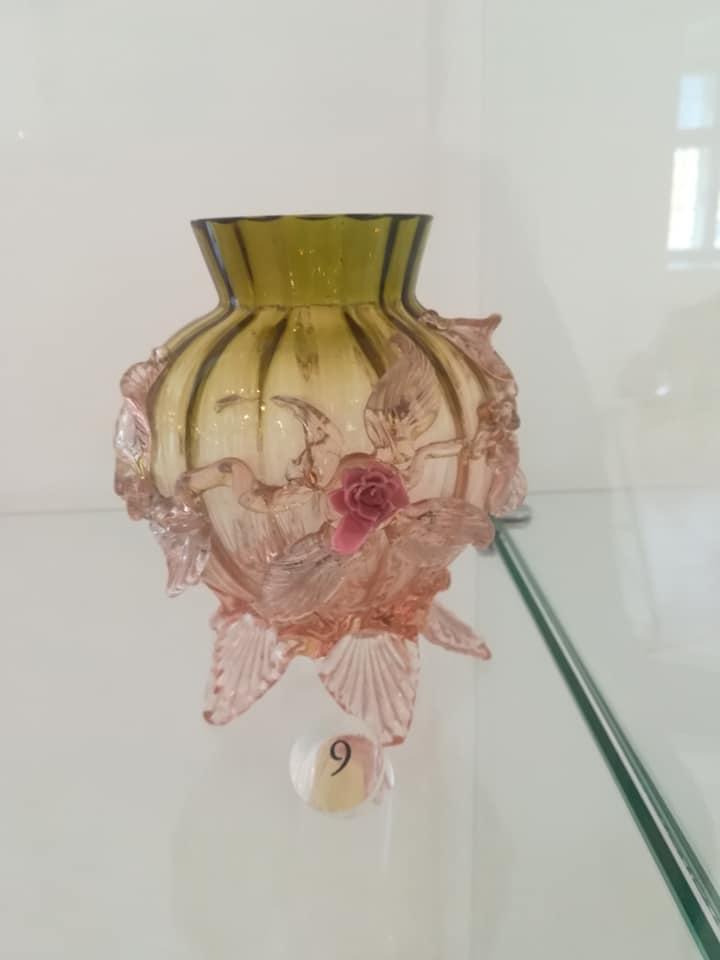 Sklenená váza, ukážka zručnosti sklárskeho remesla