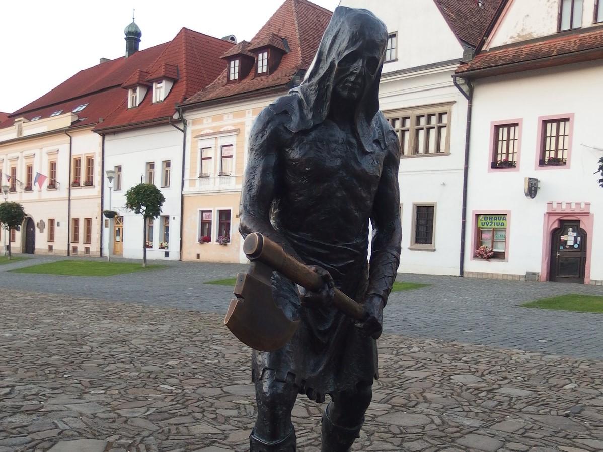 Bardejovské námestie a socha kata