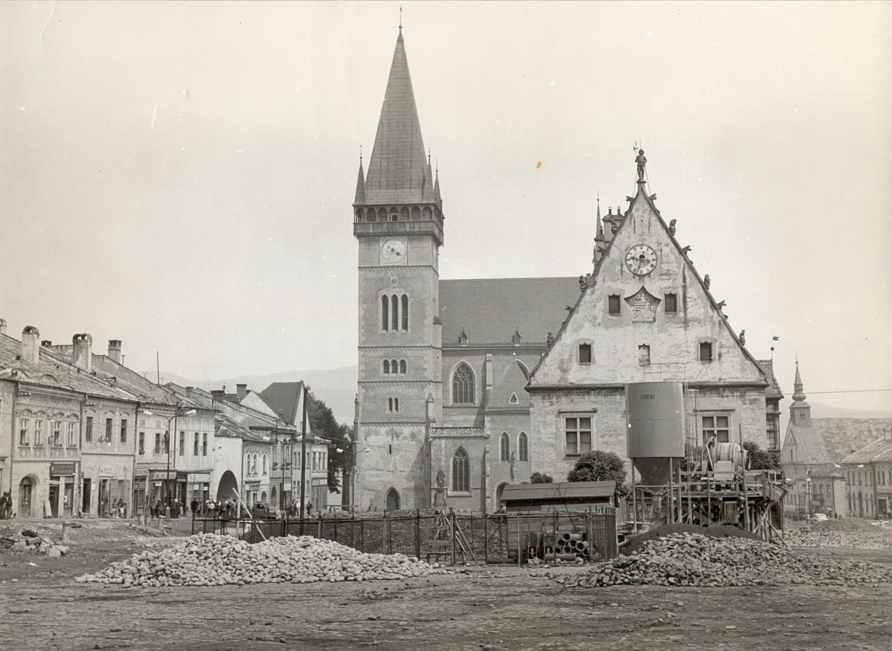 Bardejovské námestie na historickej fotografii