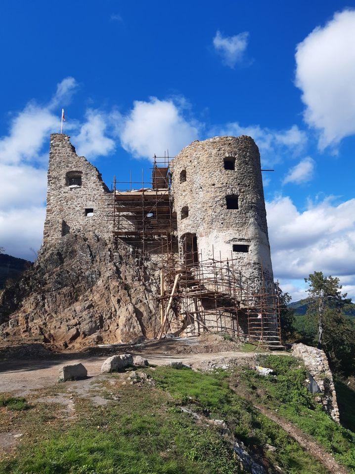 Areál Revištského hradu