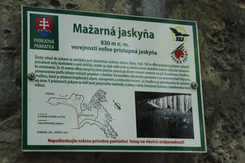 Informačná tabuľa pri jaskyni