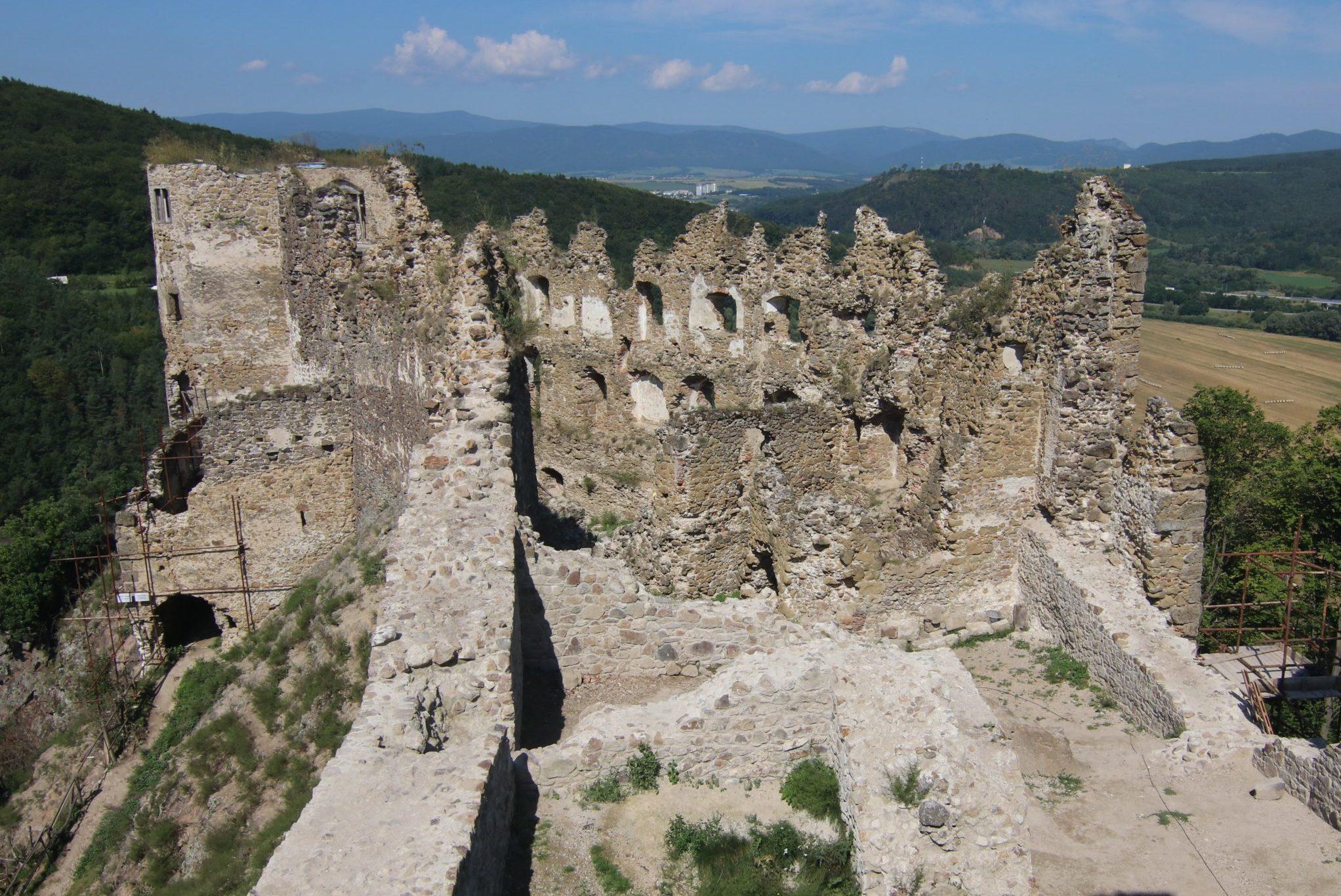 Areál hradu Šášov