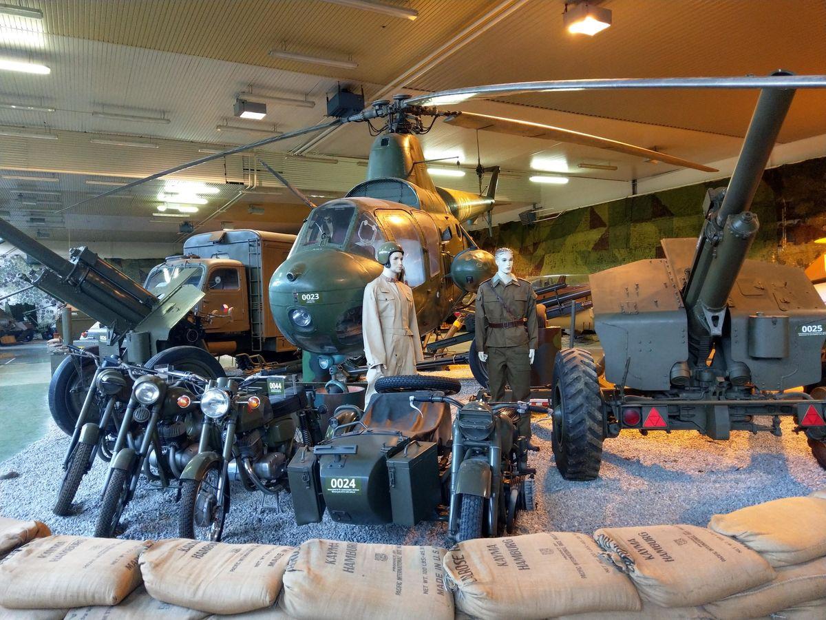 Vrtuľník v hale číslo 1