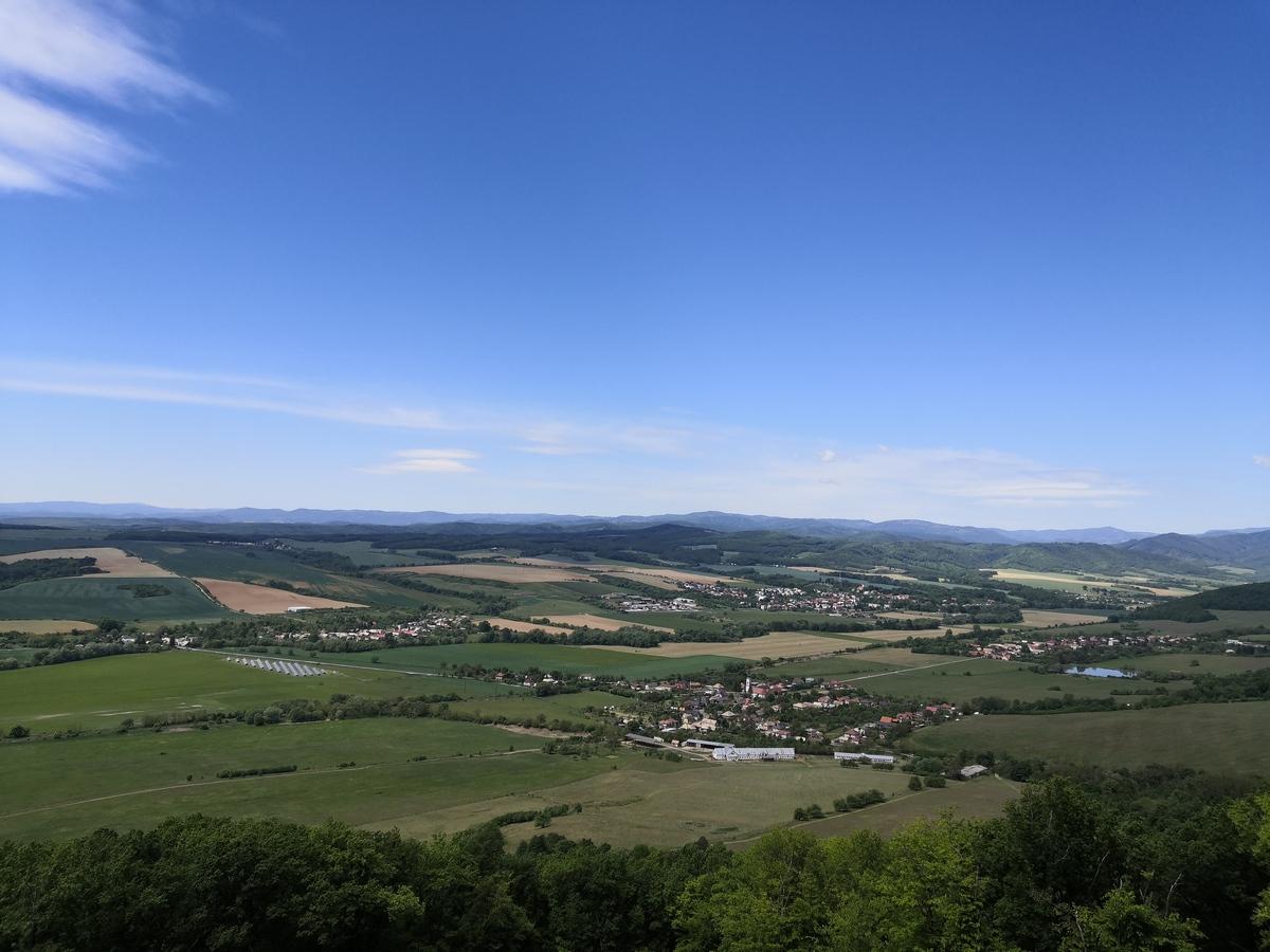 Výhľad z rozhľadne smerom na Nižný a Vyšný Skálnik