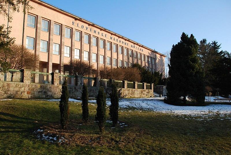 Foto budovy múzea spredu