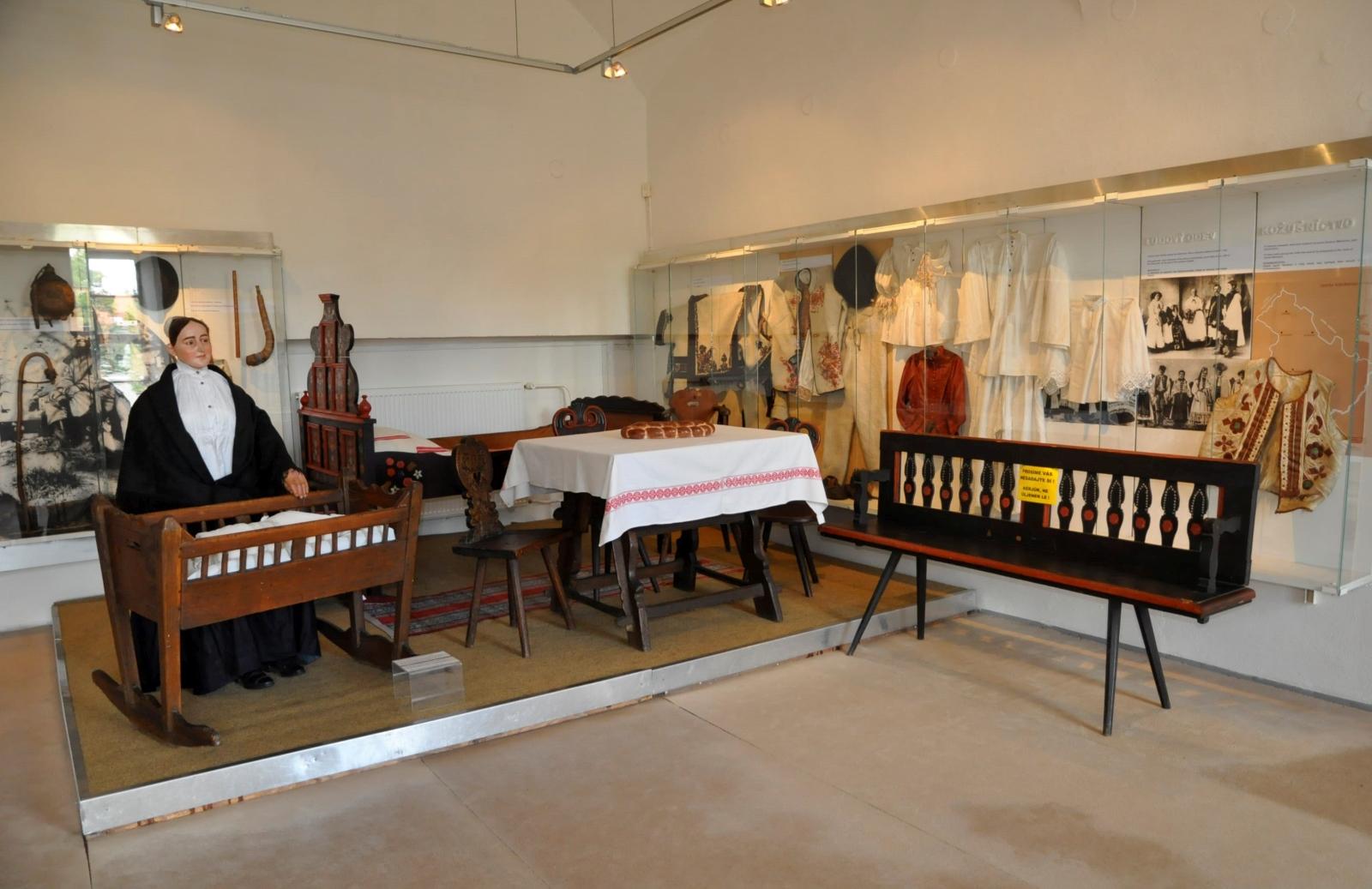 Tradičný ľudový nábytok