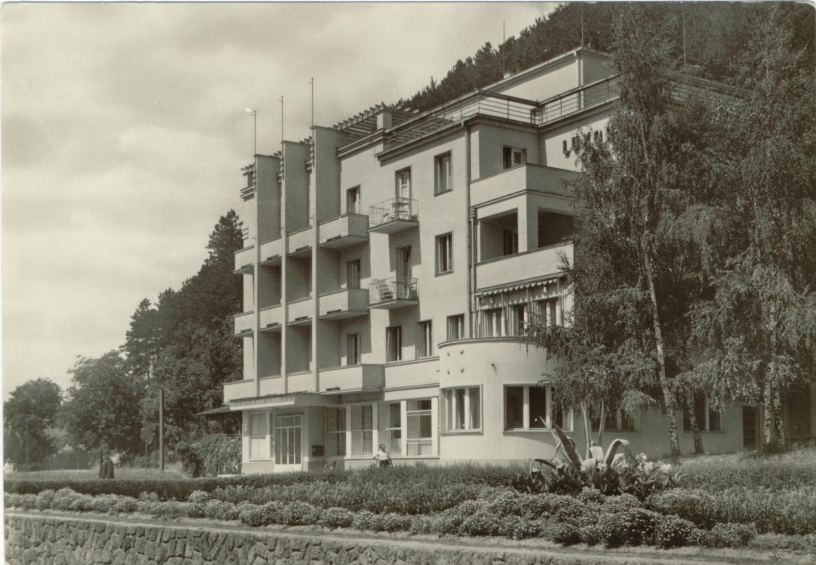 Historická fotografia pošty v Trenčianskych Tepliciach
