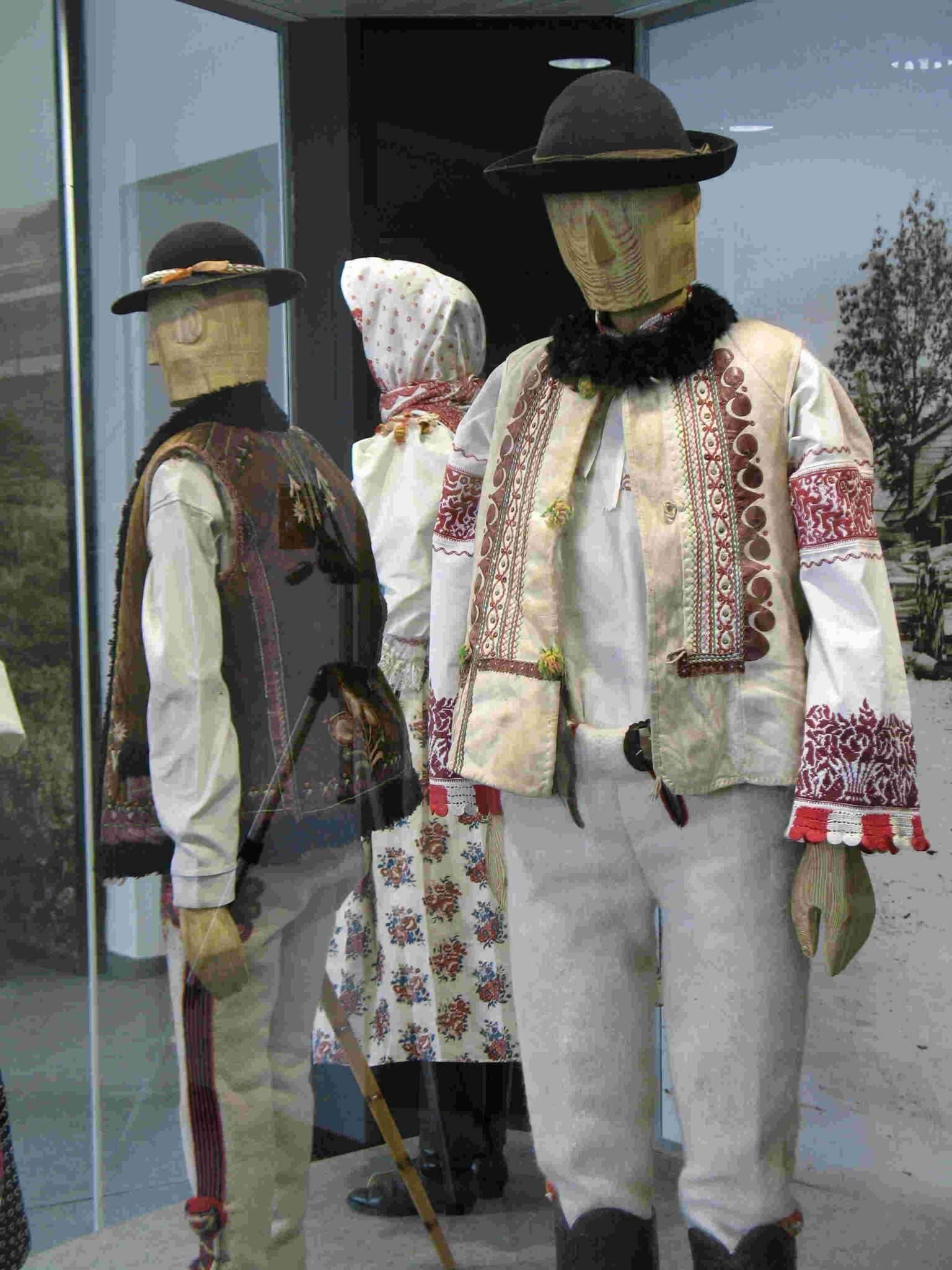 Sviatočný odev stredné Slovensko (horská oblasť)