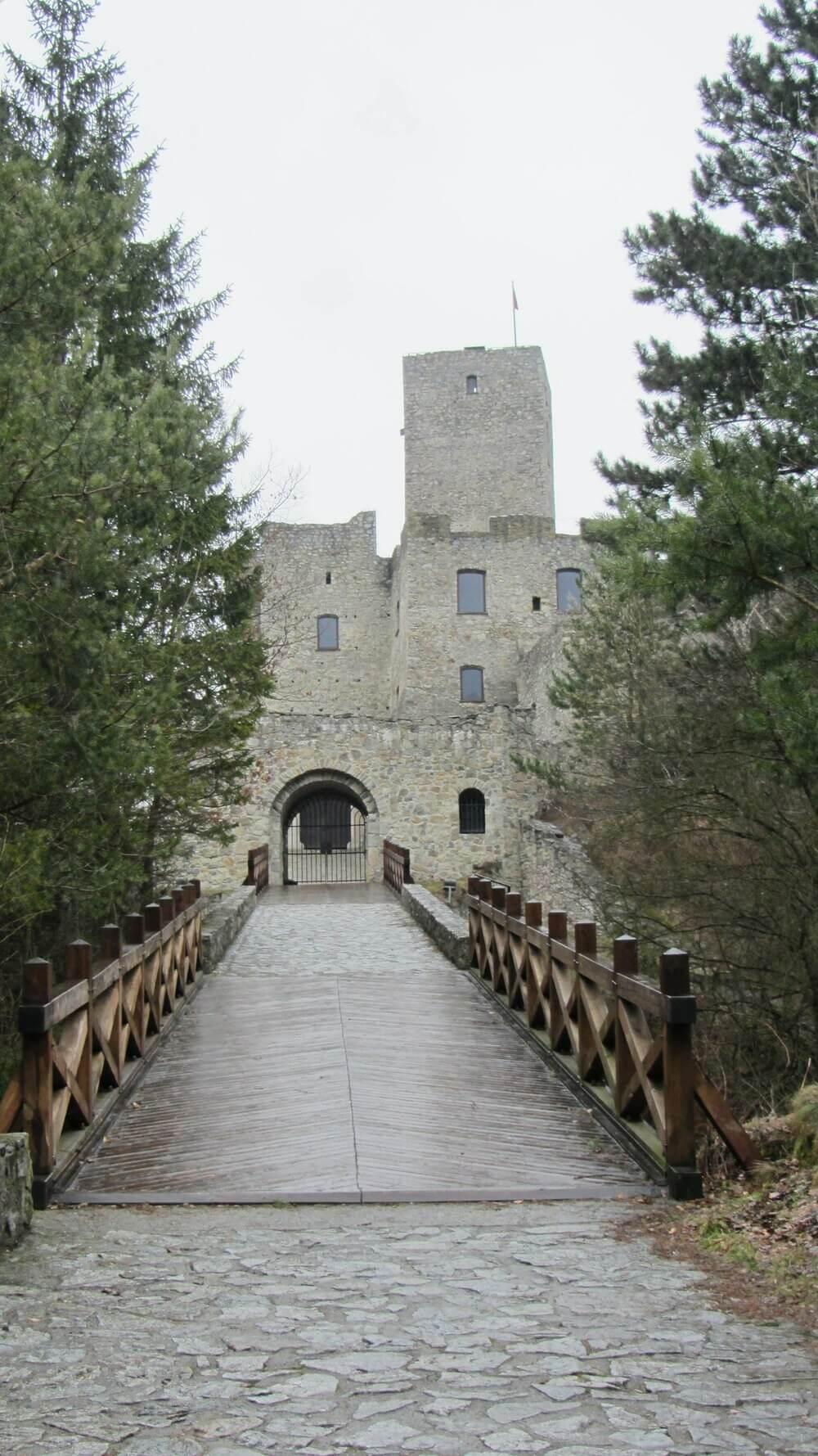 Hlavný vchod na hrad cez padací most