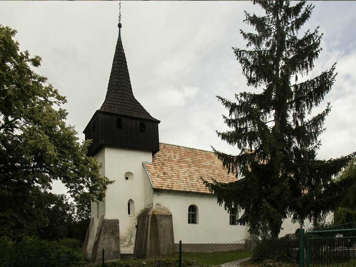 Gotický kostol v Malých Teriakovciach