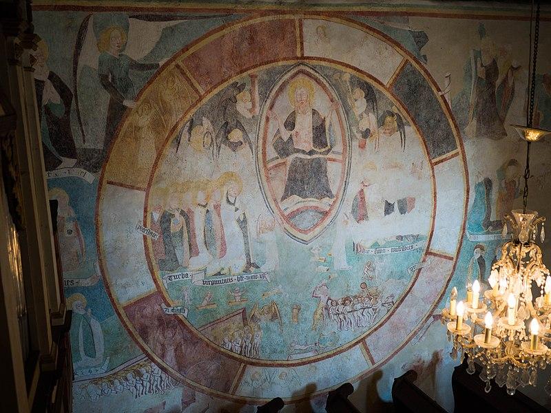 Interiér stredovekého evanjelického kostola v Kyjaticiach. Freska posledného súdu