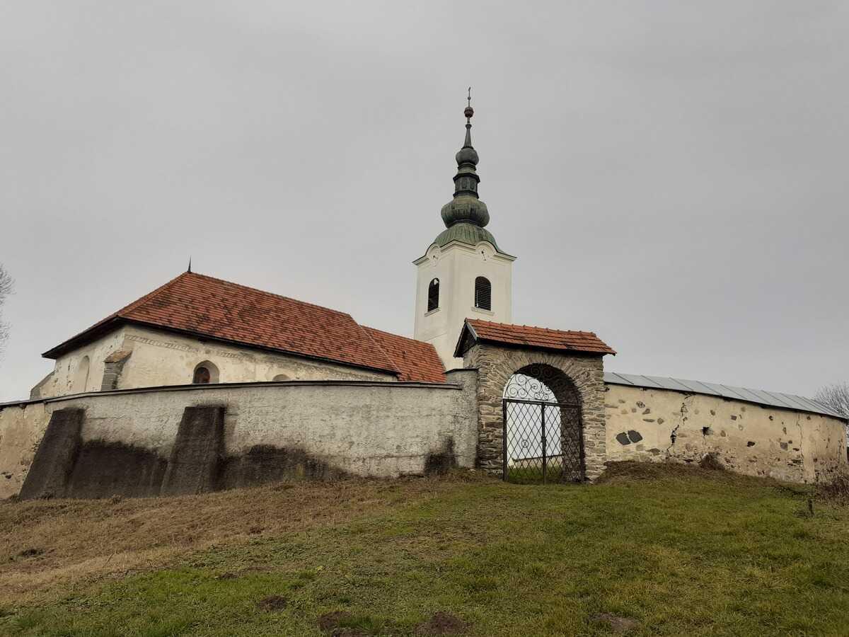 Evanjelicky kostol a.v. aj s opevnením v Rimavskej Bani