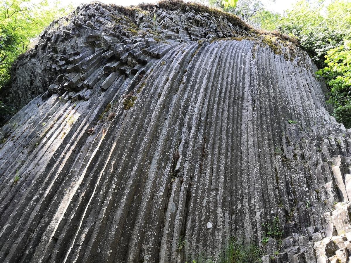 Pod kamenným vodopádom