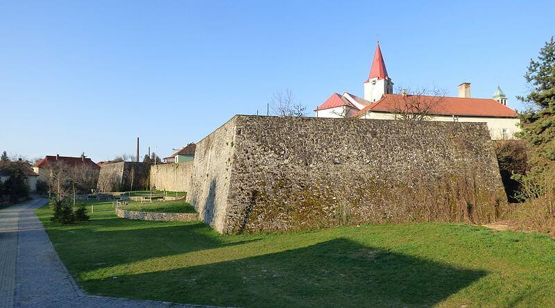 Mestské hradby v Pukanci