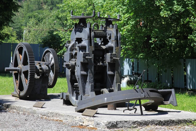 Hutnícke múzeum v Podbrezovej – exponáty v exteréri