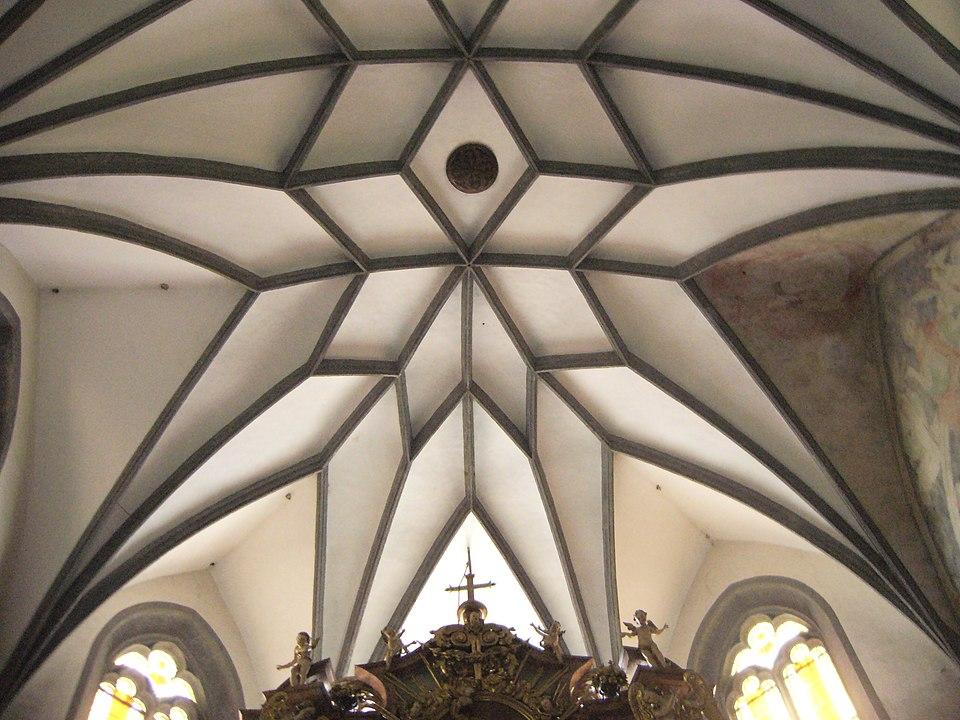 Hviezdicová klenba na strope kostola sv. Kataríny