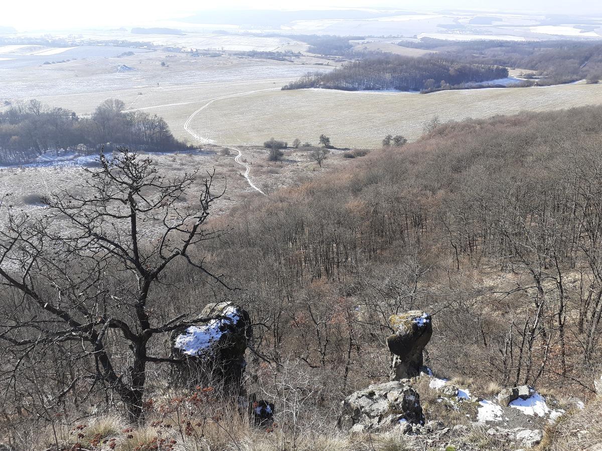 Dva skalné útvary, napravo je Kamenný Janko