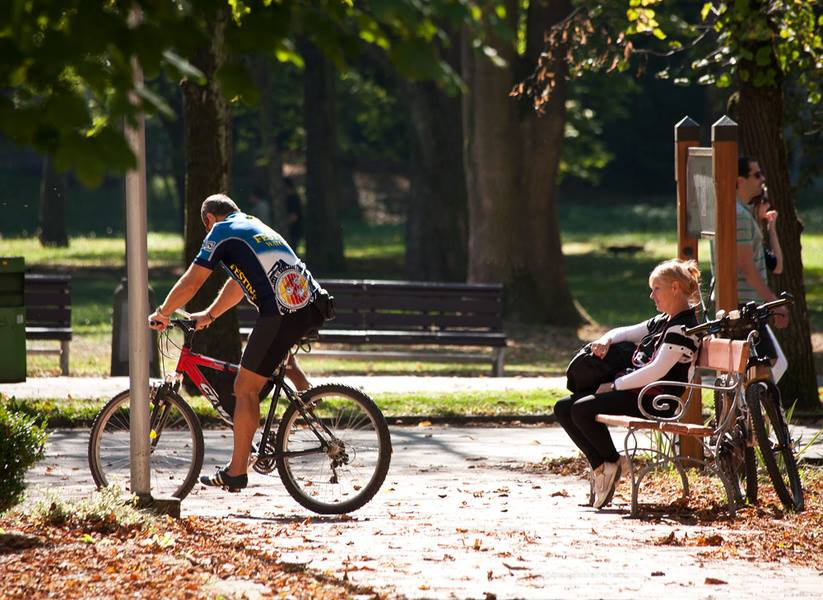 Cyklistická pohoda v parku