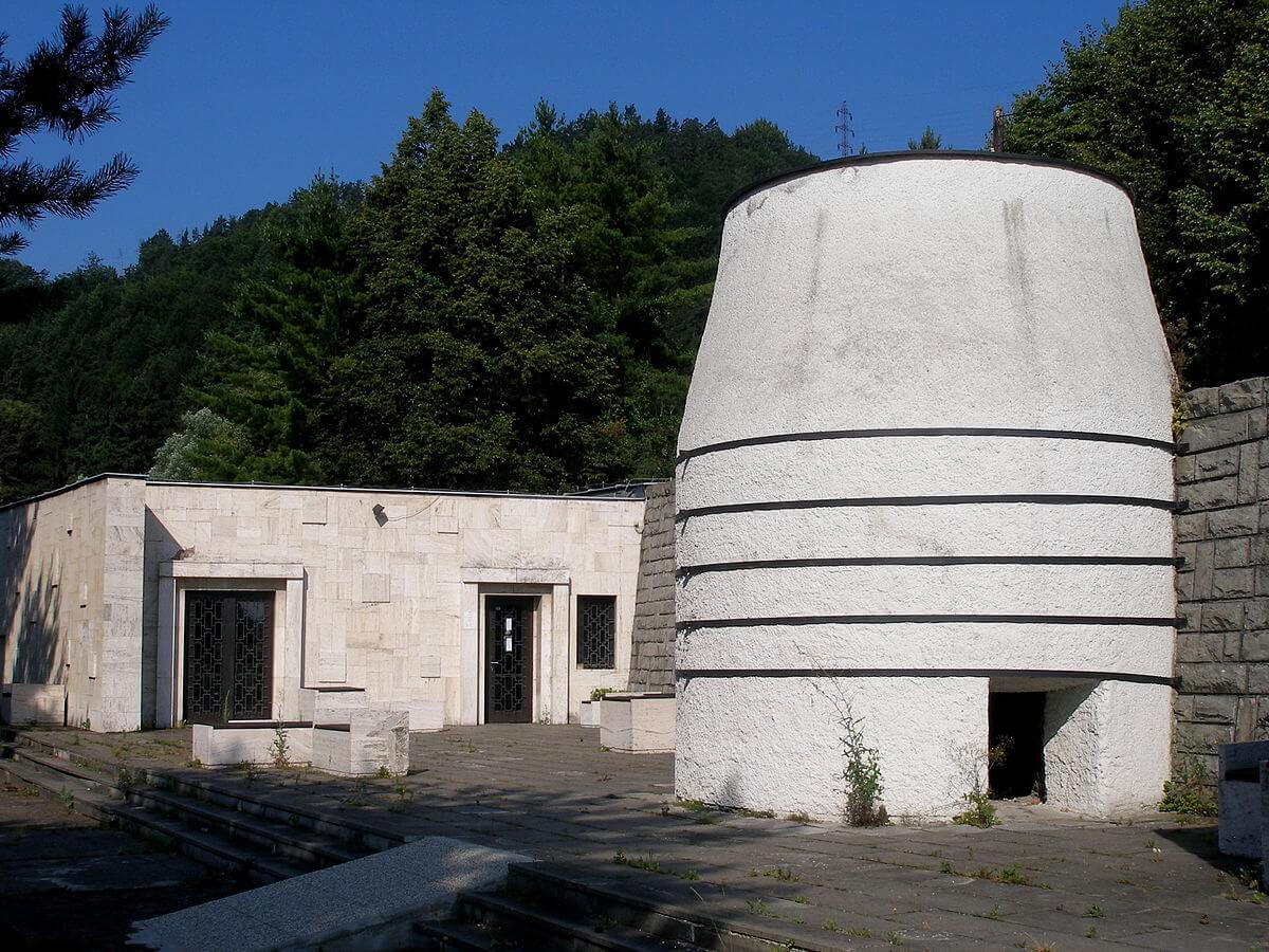 Pamätník v Nemeckej – exteriér expozície