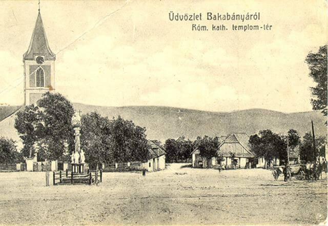 Pukanec na historickej pohľadnici z roku 1902.