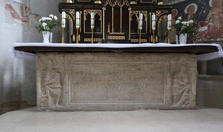 Rímsky sarkofág v Kostole sv. Jakuba v Želiezovciach