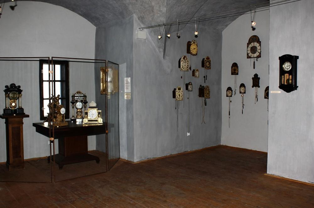 Expozícia hodín v Starom zámku