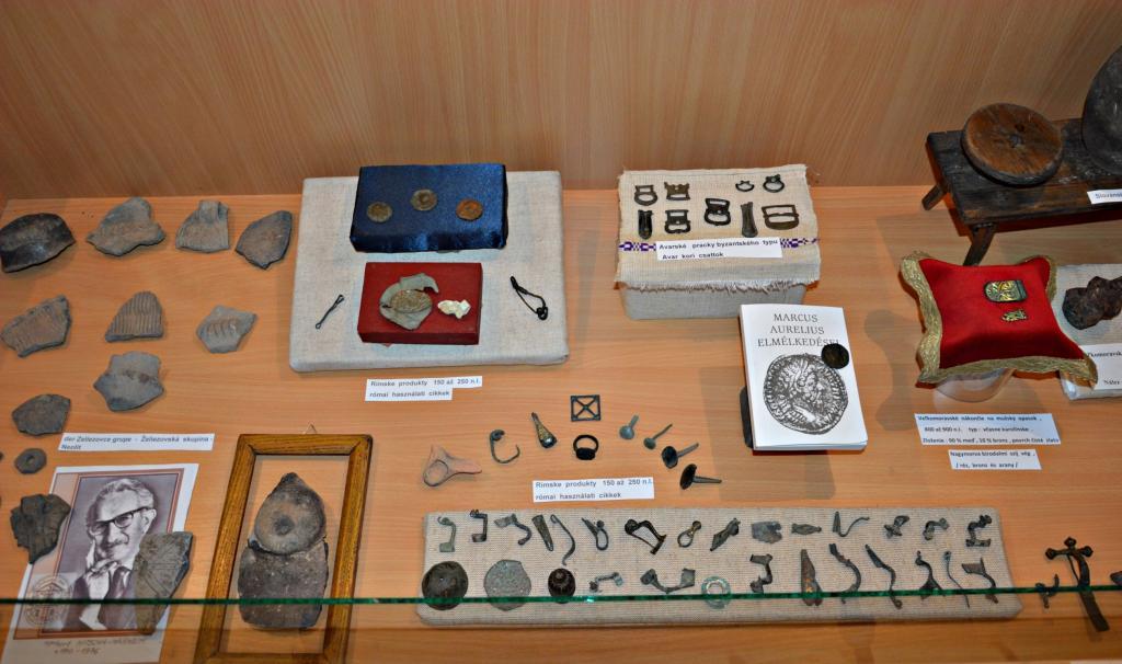 Archeologické nálezy z okolia Želiezoviec prezentované v mestskom múzeu