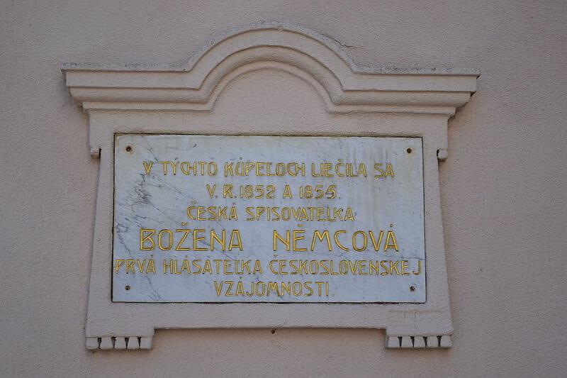 Pamätná tabuľa Boženy Němcovej v kúpeľoch Sliač