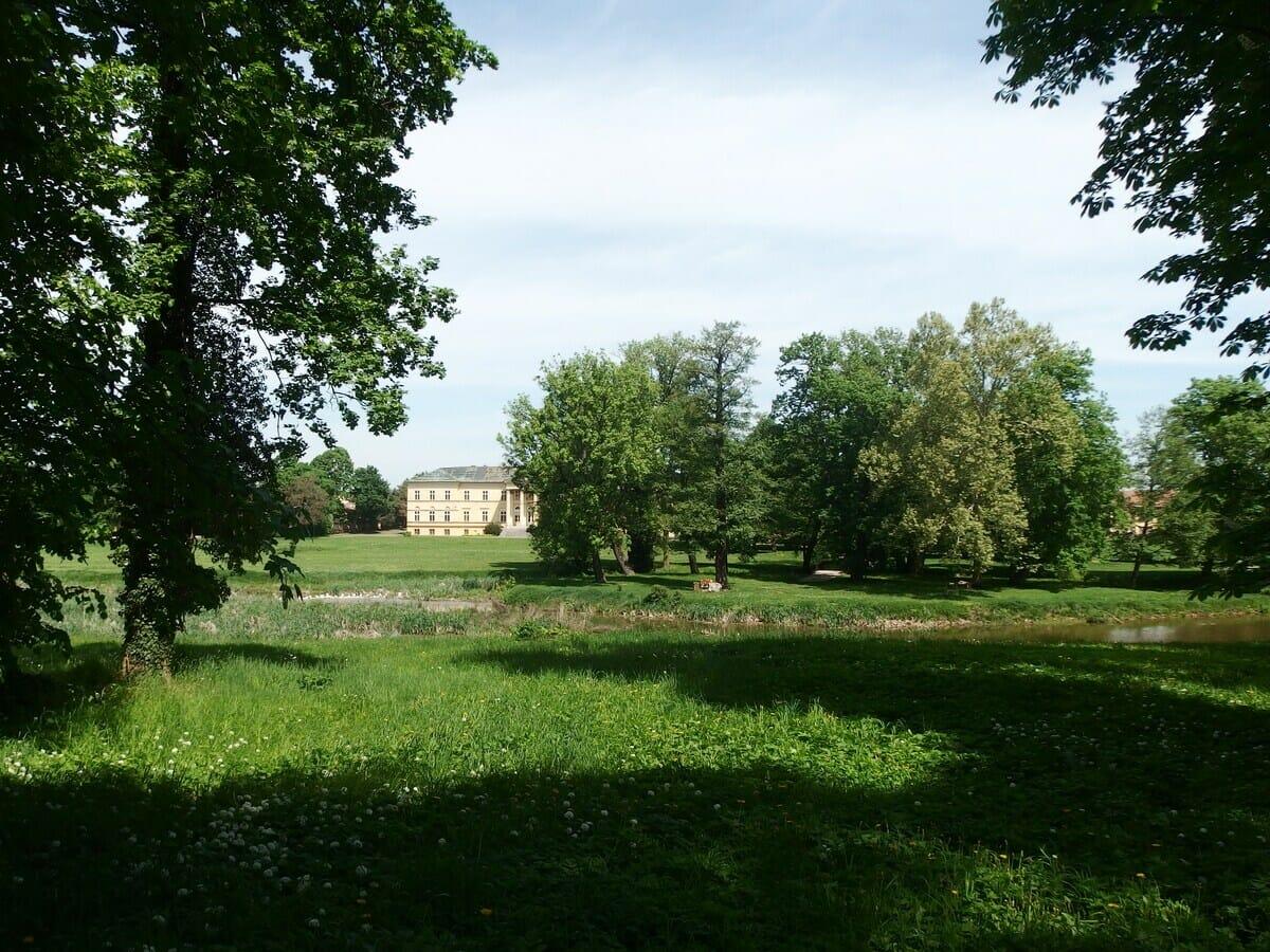 Kaštieľ Dolná Krupá historický park
