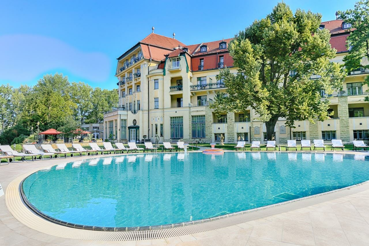 Vonkajší bazén pri hoteli Thermia Palace, Piešťany