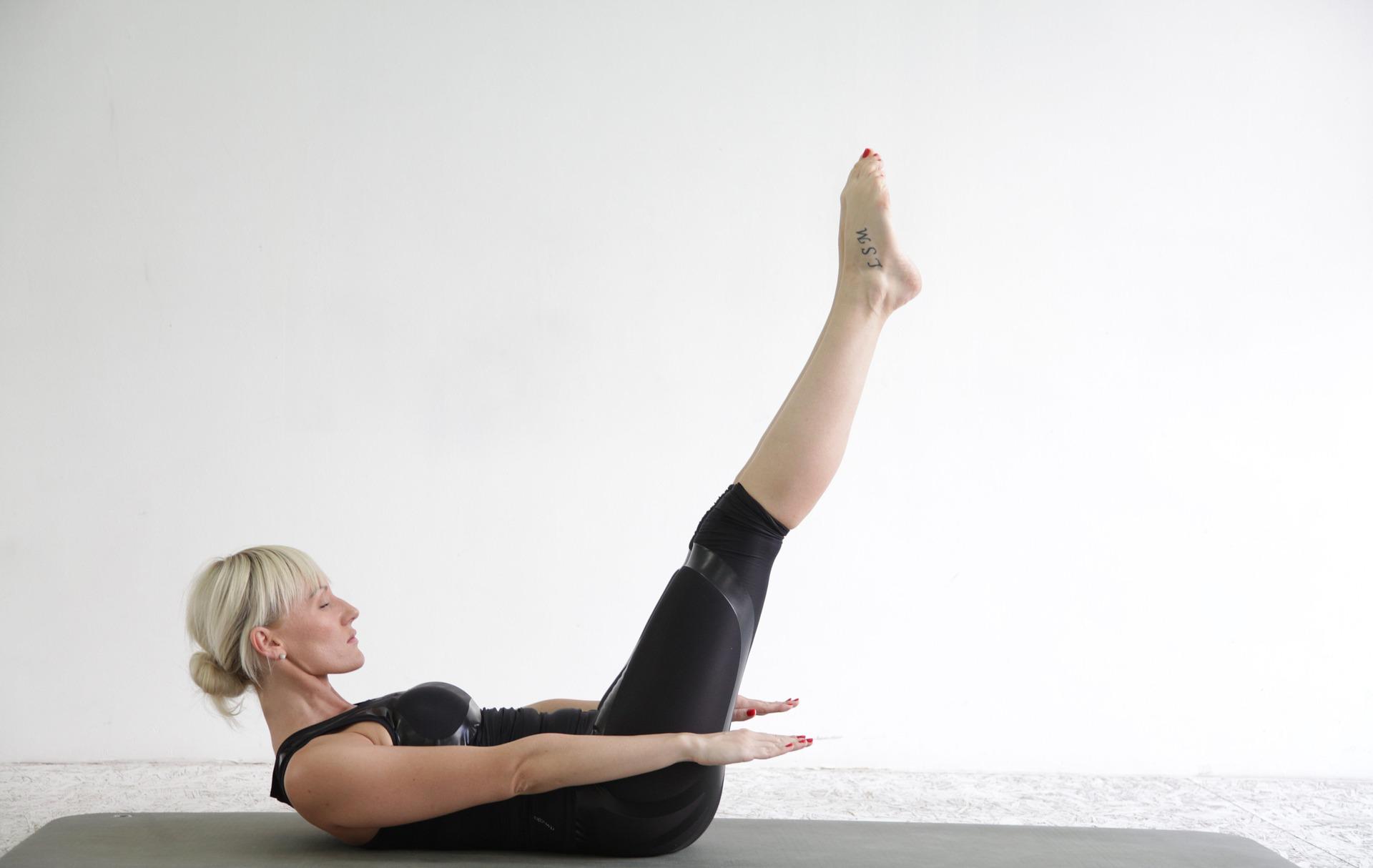Cvičenie pozostáva z pohybov, ktoré kombinujú kontrolu nad vlastným telom, silu svalov a vytrvalosť.