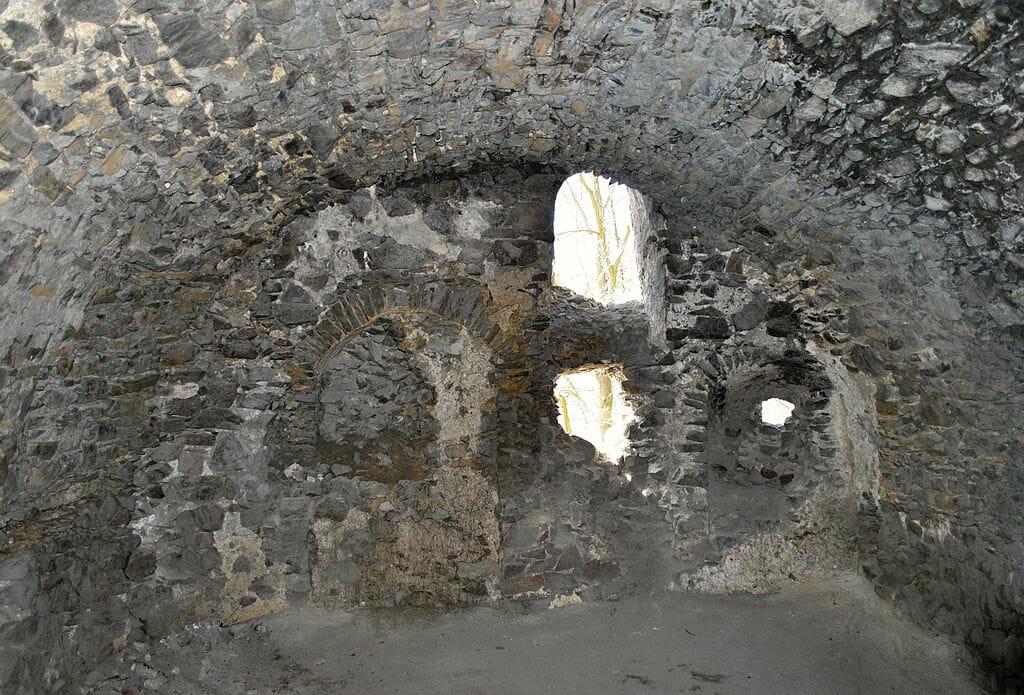 Vo vnútri hradu – interiér jednej zo sál