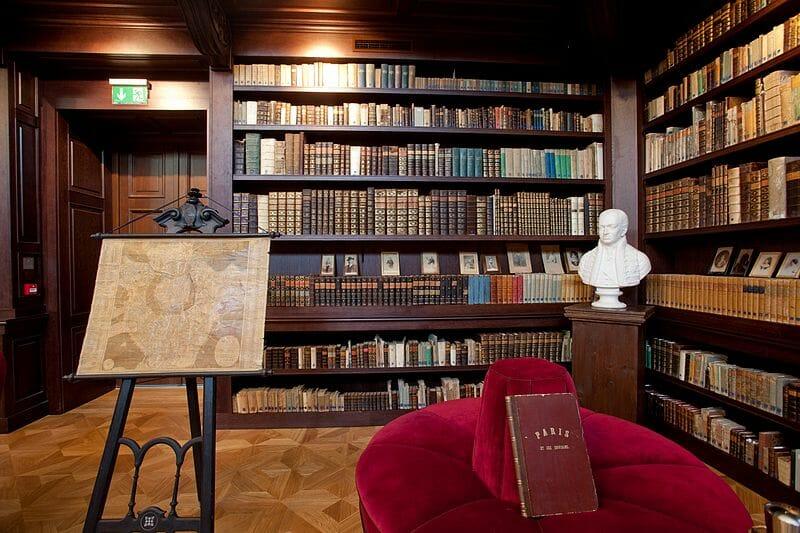 Aponiovská historická knižnica