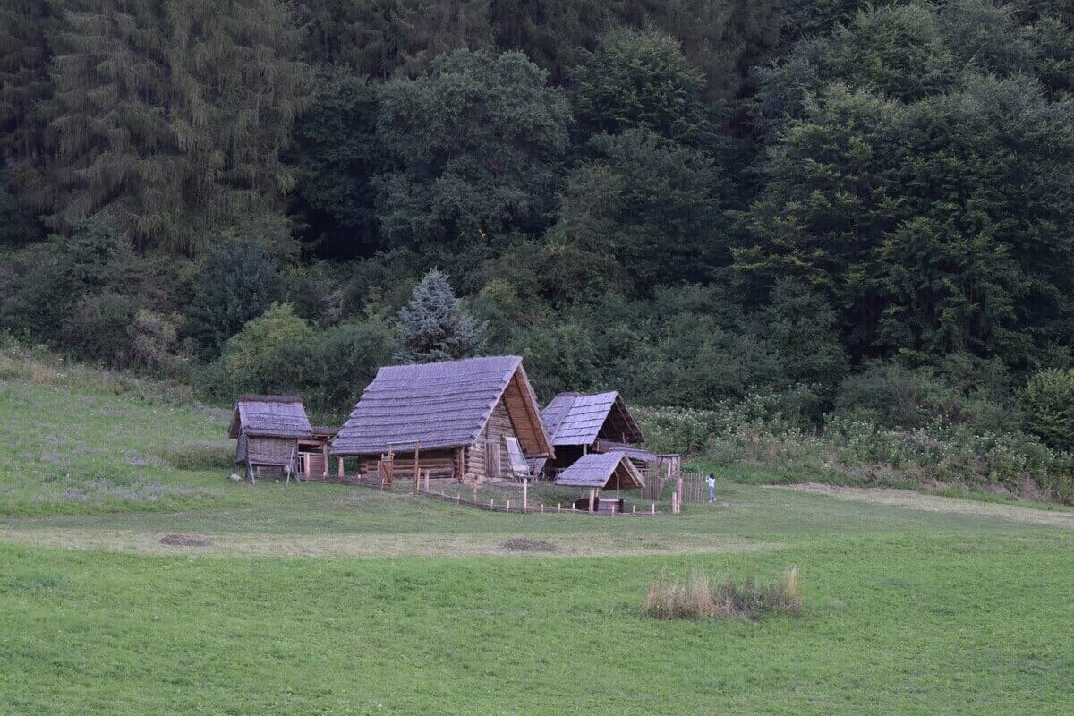 Archeoskanzen Havránok – dvorec