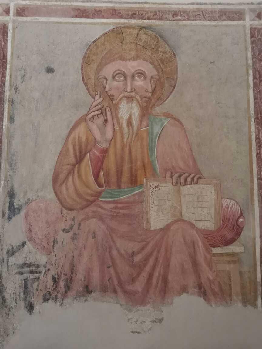 Nástenná maľba Boh s troma tvárami v románskom kostole Rákoši