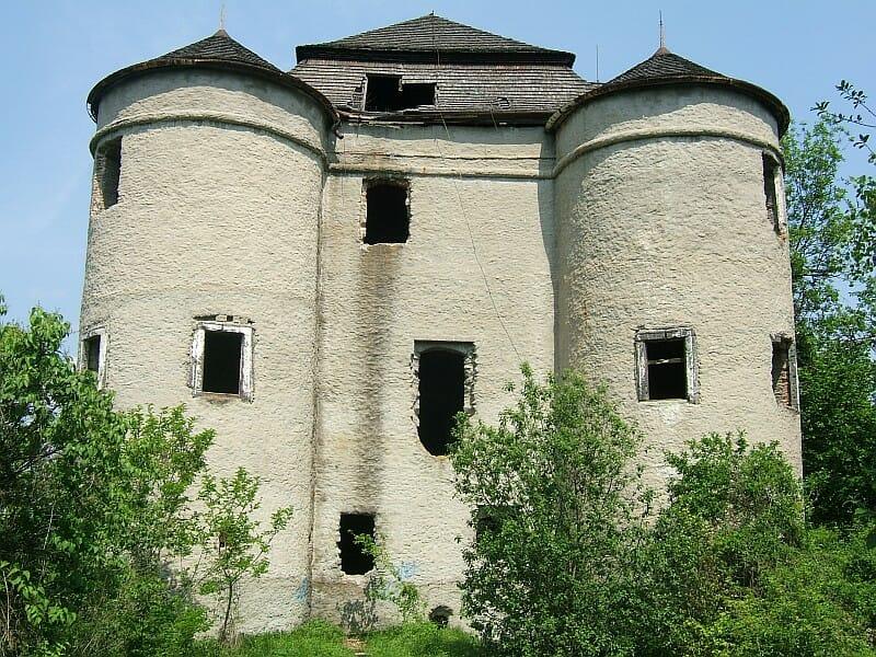 Renesančný kaštieľ v Dolnej Mičinej