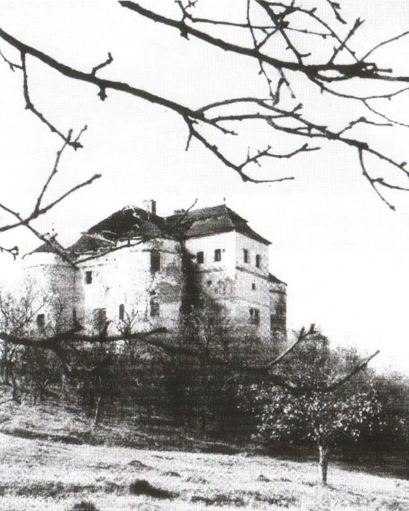 Kaštieľ v Dolnej Mičinej na historickej fotografii