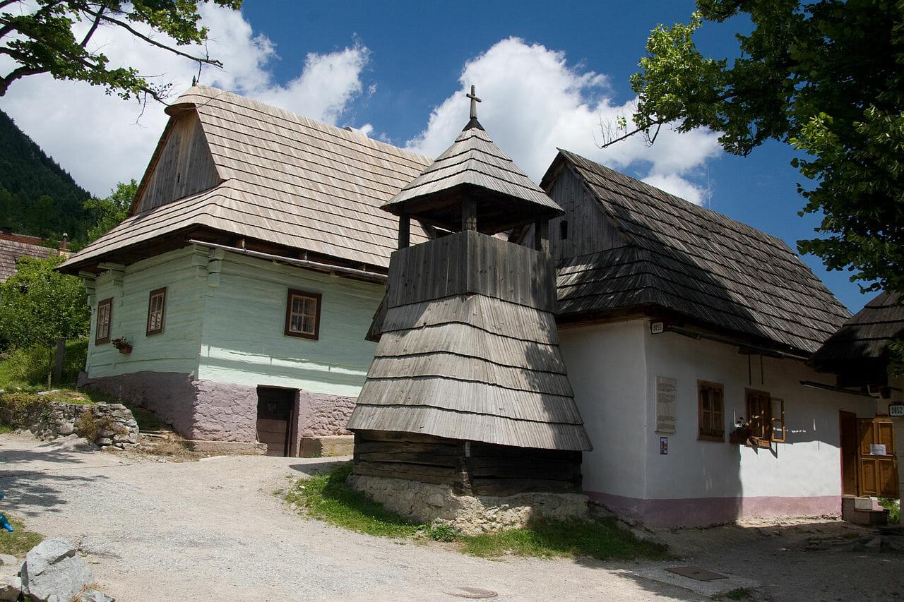 Vlkolínec-pamiatková rezervácia ľudovej architektúry